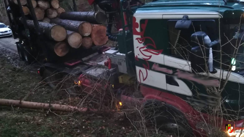 LKW Bergung (Holztransporter)